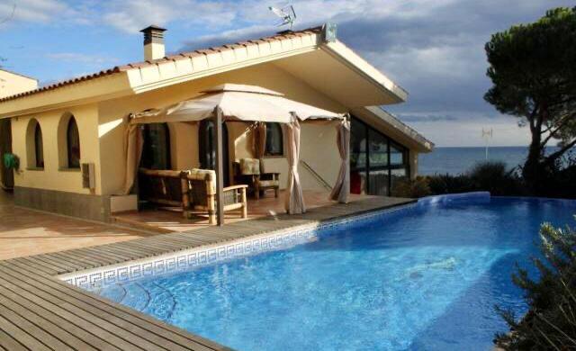 Фотогалерея Современный дом с фантастическим видом на море
