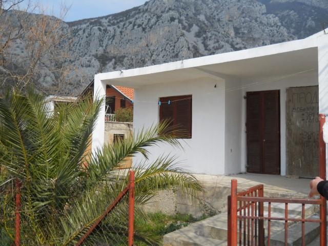 Одноэтажный домик с видом на море